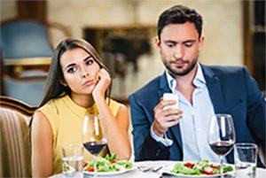 Como o marido deve tratar a esposa na era do WhatsApp