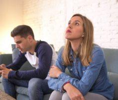 Seu marido dá mais atenção para o celular do que para você? Veja o que fazer