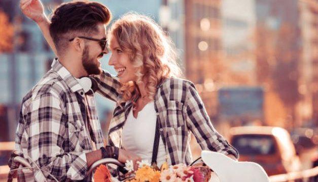 Somente um cara muito MACHO faz estas 8 coisas pela mulher que ama
